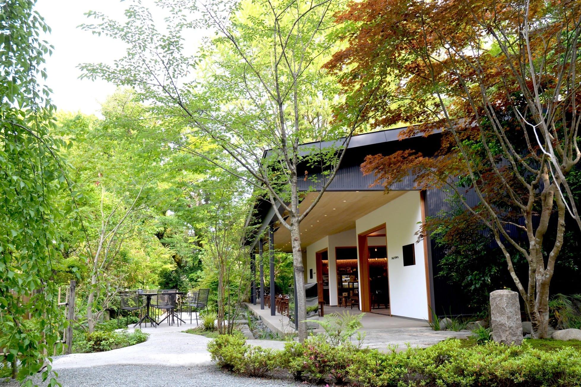 東京近郊神奈川縣內 ! 從樹葉間傾洩而下的柔和陽光與空氣「森林派」必推咖啡廳3選