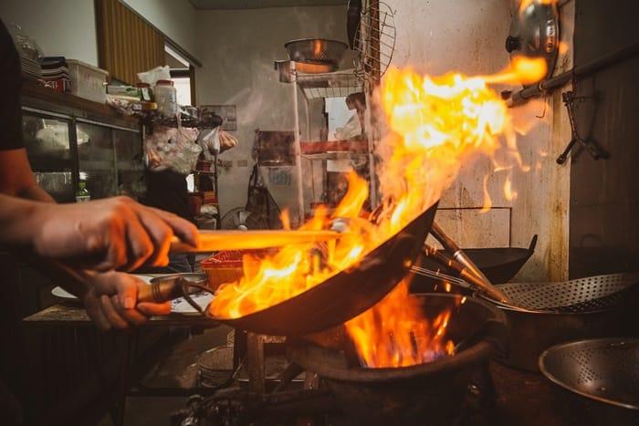 燒一桌紅色澎湃盛宴 總鋪師上菜