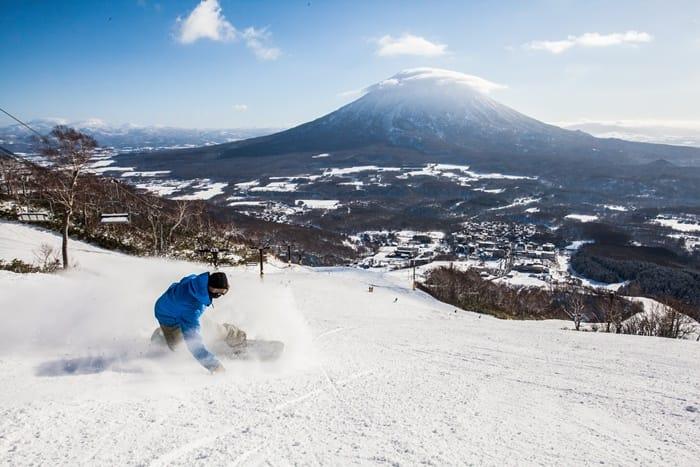 在北海道 來場雪上衝浪!