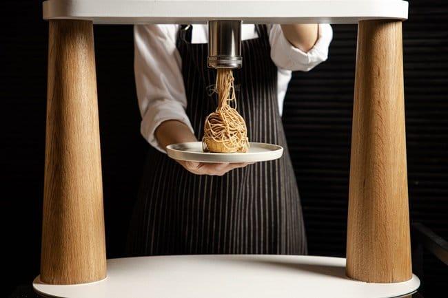 台北晶華酒店特製「拉麵擠花機」 首波主打「黃金栗子拉麵」系列甜品